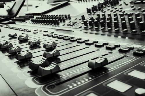 Bild och länk till artikeln Campus Nyköping får förnyat förtroende för utbildningen Musik- och eventarrangör